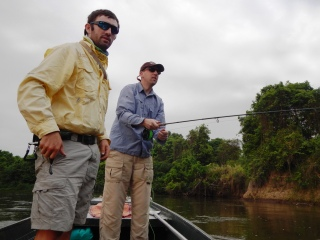 blog-Nov-3-2013-2-Mark-Murray-guiding-tigerfish-in-Tanzania