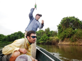 blog-Nov-3-2013-3-Mark-Murray-guiding-tigerfish-in-Tanzania