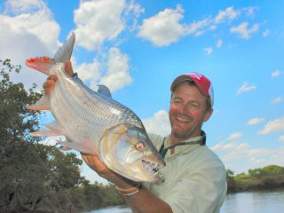 blog-Nov-7-2013-3-Jeff-Currier-tigerfishing
