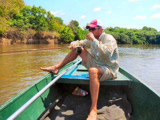 blog-Nov-7-2013-4-Jeff-Currier-fishing-for-vundu