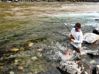 blog-May-21-2014-7-mike-dawes-mahseer-hookup