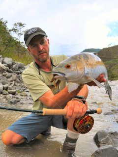 blog-May-29-2014-4-jeff-currier-with-chocolate-mahseer