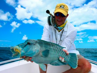 blog-Dec-9-2014-10-brad-thompson-&-napoleon-wrasse