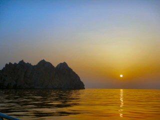 blog-April-29-2015-1-sunrise-in-musandam-oman