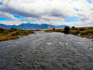 blog-Sep-4-2015-1-flyfishing-the-madison-river