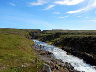 blog-Aug-19-2016-2-hafalronsa-river-iceland