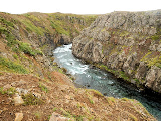 blog-Aug-20-2016-2-hafalronsa-river-in-iceland